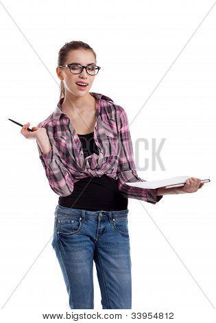Menina adolescente piscando