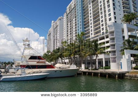 Sobe Marina And Ludury Condos
