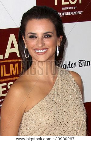 LOS ANGELES - JUN 14:  Penelope Cruz arrives at the