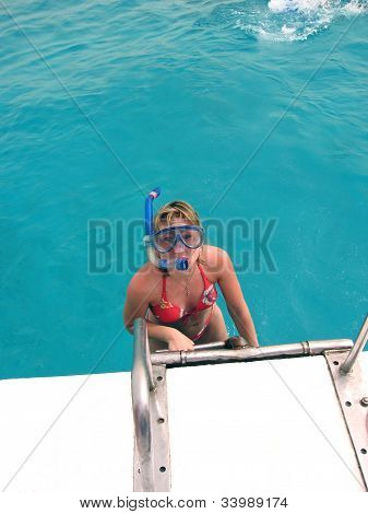 Happy Young Woman With Beautiful Eyes Ready Snorkeling