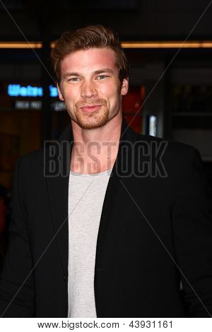 LOS ANGELES - MAR 28:  Derek Theler arrives at the