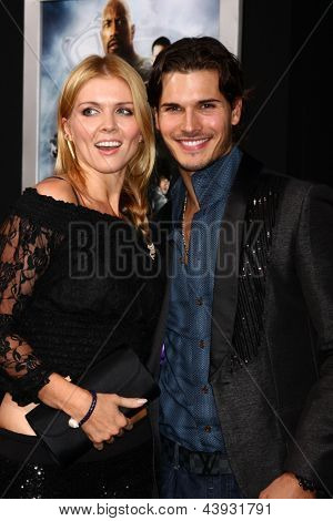 LOS ANGELES - MAR 28:  Elena Samadanova, Gleb Savchenko arrives at the
