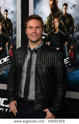 LOS ANGELES - MAR 28:  Scott Porter arrives at the