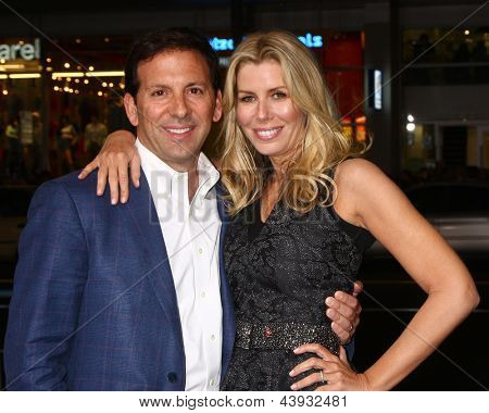 LOS ANGELES - MAR 28:  Reid Drescher, Aviva Drescher arrives at the