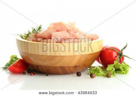 carne de frango em uma tigela de madeira, isolado no branco