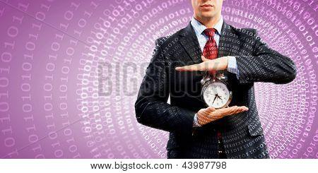 Imagem do empresário segurando o despertador contra fundo ilustração
