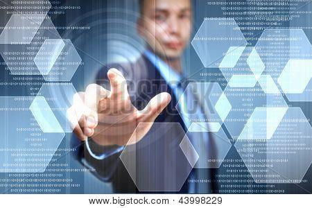 imagen del empresario tocando la pantalla con el dedo