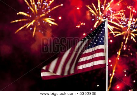 4 De julio bandera y fuegos artificiales
