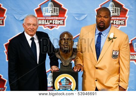 CANTON, OH-AUG 3: Former Dallas Cowboys player Larry Allen (R) poses with Jerry Jones and his bust at the NFL Class of 2013 Enshrinement Ceremony at Fawcett Stadium on August 3, 2013 in Canton, Ohio.