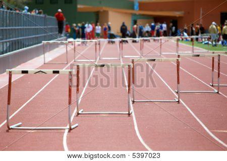 Inicio de una carrera de obstáculos