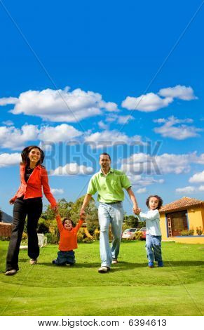 Hermosa familia feliz