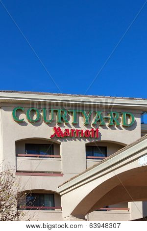 Courtyard By Marriot Motel Exterior