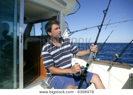 Barco de pescador Big Game Fisher agua salada