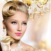 picture of vintage jewelry  - Retro Woman Portrait - JPG
