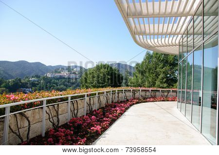 Landscaped Garden with Dining Tables