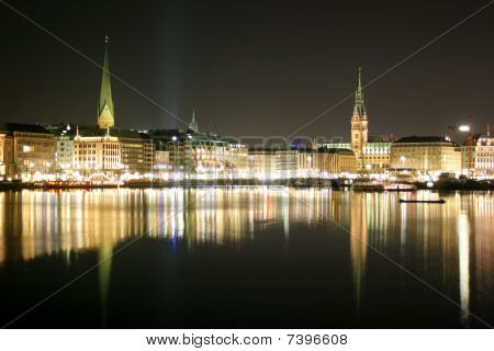 Lake Binnenalster and the city center of the german city Hamburg at night