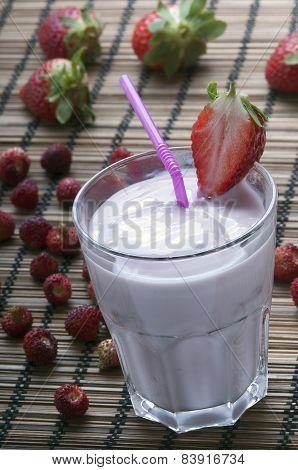 Fresh Strawberry Milkshake With Strawberry Slice