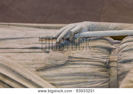 Recumbent statue of  king Clovis,  in basilica of saint-denis,