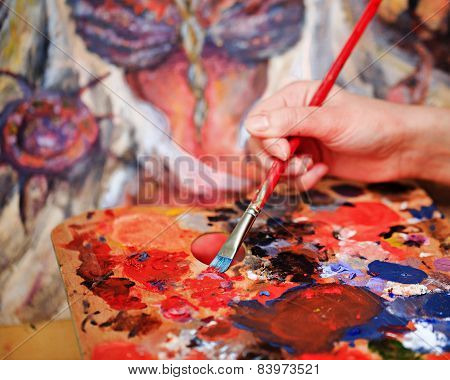 Artist's hand Paint a picture