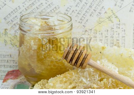 Honeycomb Dipper And Lemon Close Up
