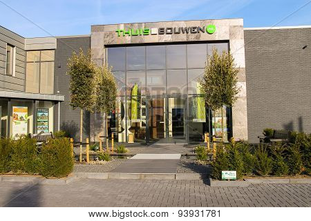 Office Company Thuis In Bouwen On The Outskirts Of Meerkerk, Netherlands