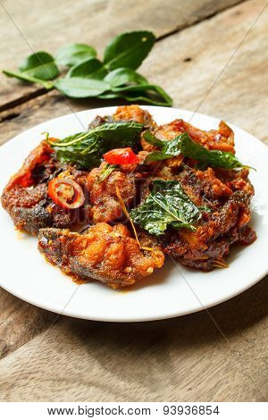 Phad Phed Pla Duk Thod Krob (stir Fried Deep Fried Catfish With Curry Paste).