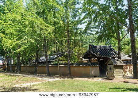 Heo Gyun And Heo Nanseolheon Memorial Park