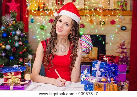 Beautiful Girl Is A List Of New Year's Gifts