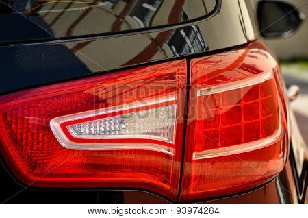 Head lamp of black car