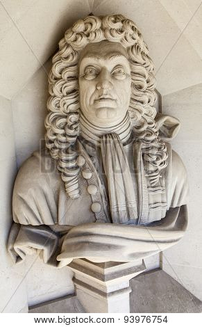 Sir Christopher Wren Sculpture In London