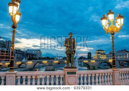 Sculpture on Oko bridge