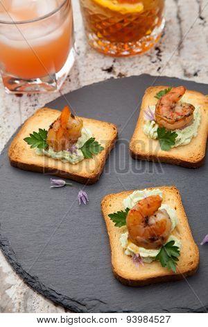 Spicy Avocado Shrimps Toasts