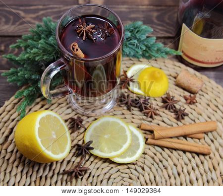 mulled wine with cinnamon, an anisetree, a lemon and a juniper