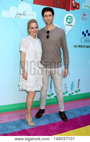 LOS ANGELES - SEP 24:  Emma Caulfield, Mark Leslie Ford at the 5th Annual Red Carpet Safety Awareness Event at the Sony Picture Studios on September 24, 2016 in Culver City, CA
