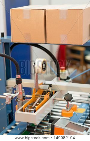 Automated packing machine, vertical image, color image, selective focus