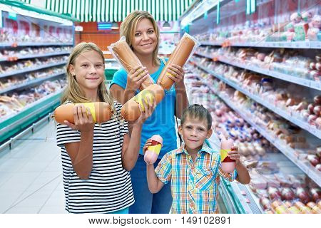 The family chooses sausages in the store