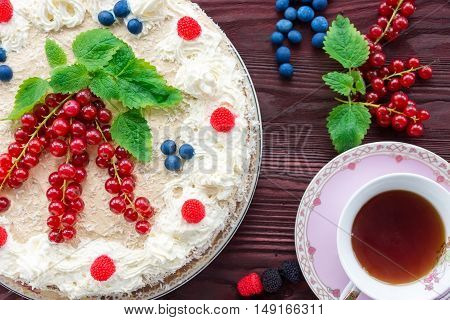 The photo depicts a cake on a red background