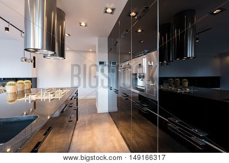Narrow Lacquered Kitchen