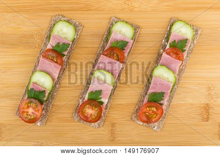 Crisp Bread With Bacon, Cucumbers And Tomatoes