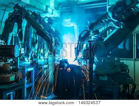 Team Welding robots movement in a car production factory