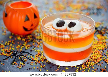Sweet corn jelly with marshmallow eyes - fun food Halloween recipe for kids