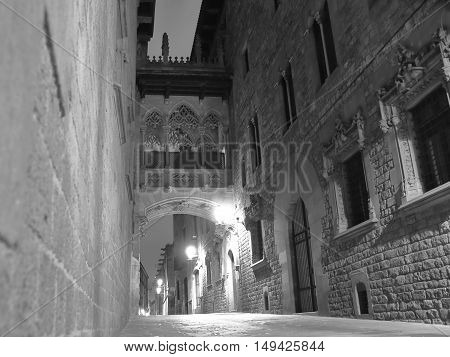 The picture was taken at night on one of the many streets of Barcelona. Walk the streets at night in Barcelona is a romantic activity.