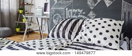 Room With Black And White Decorations