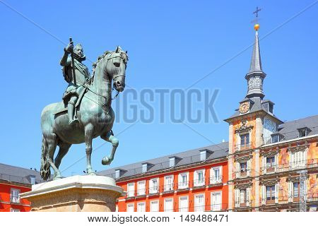 View of Plaza Mayor in Madrid with statue of King Philip III (created in 1616), Spain