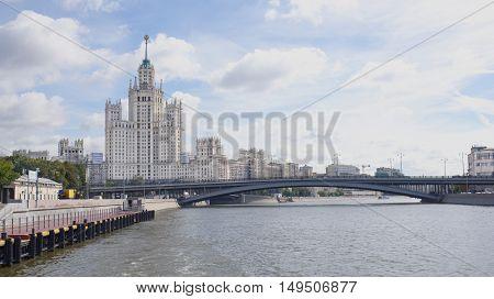 Kotelnicheskaya Embankment: House 1/15.Great Bridge Ustyinsky.Moskvoretskaya embankment