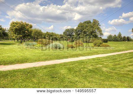 The path between lawns in the park Kolomenskoye