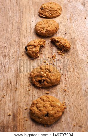 Cookie chocolat chip on a wooden background