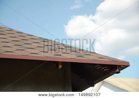 new home currently under construction roofwooden working