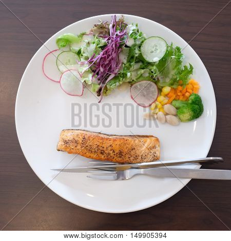 Grilled salmon and vegetables in the coffee shop