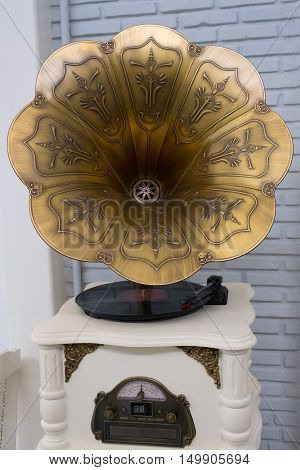 Vintage wind-up gramophone record player at the coffee shop